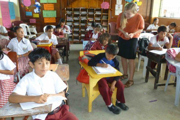 Praktikantin als Lehrerin an einer Schule in Ecuador