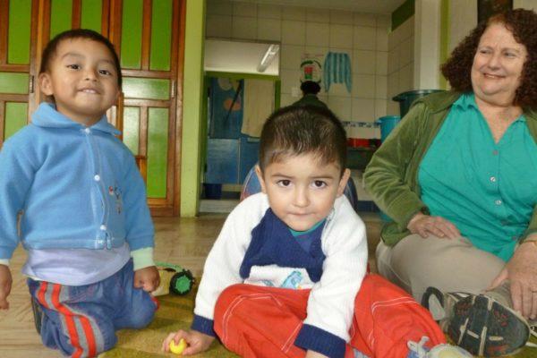 Kinder bei einem Social Work Praktikum in Ecuador