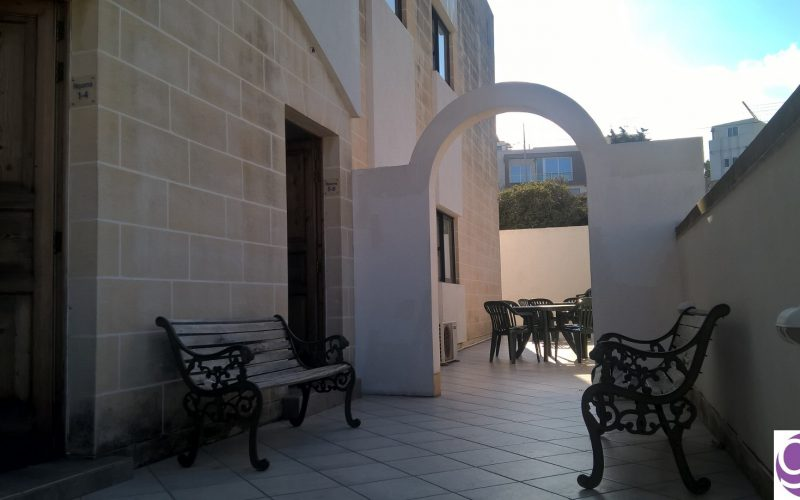 gse-malta-school-residence-entrance-patio