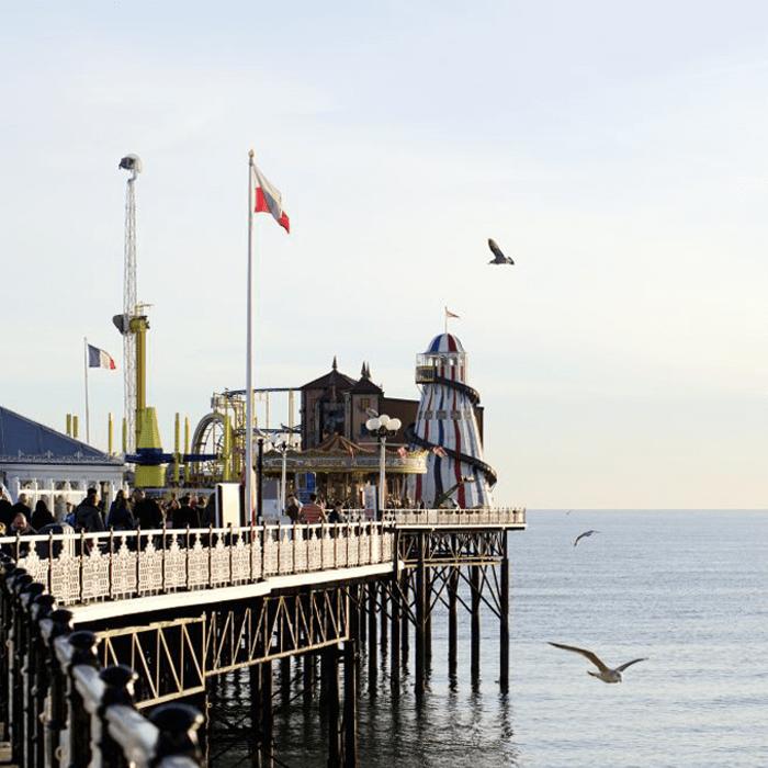 Pier von Brighton mit Meer und Möwen