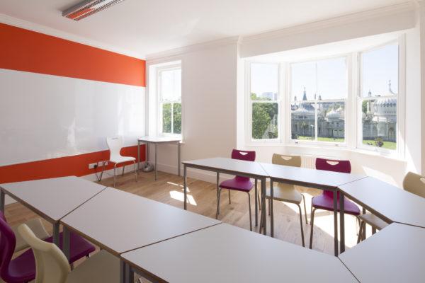 Heller schöner Kursraum in Sprachschule Brighton