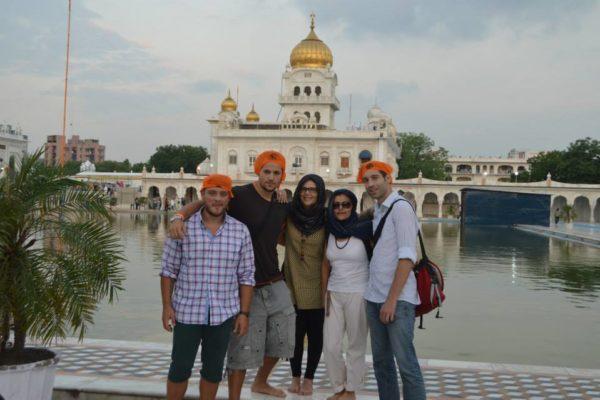 Freunde zusammen auf einem Ausflug Sprachreise Indien