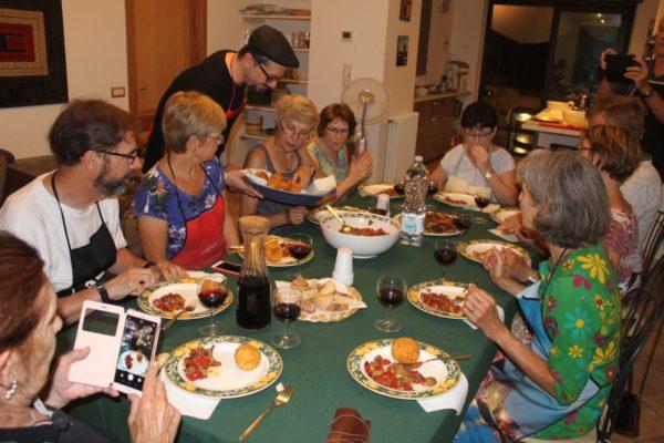edu-seasons-50-sprachreise-sizilien-gemeinsames-kochen