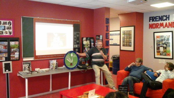 Bei der Orientierung am ersten Tag Sprachreise 50 Plus Rouen