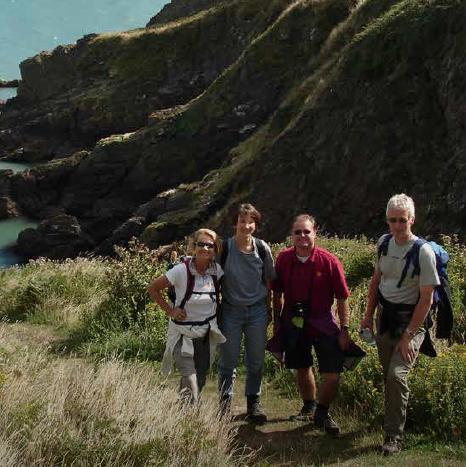 Wandergruppe an der englischen Küste, Sprachreisen England 50+