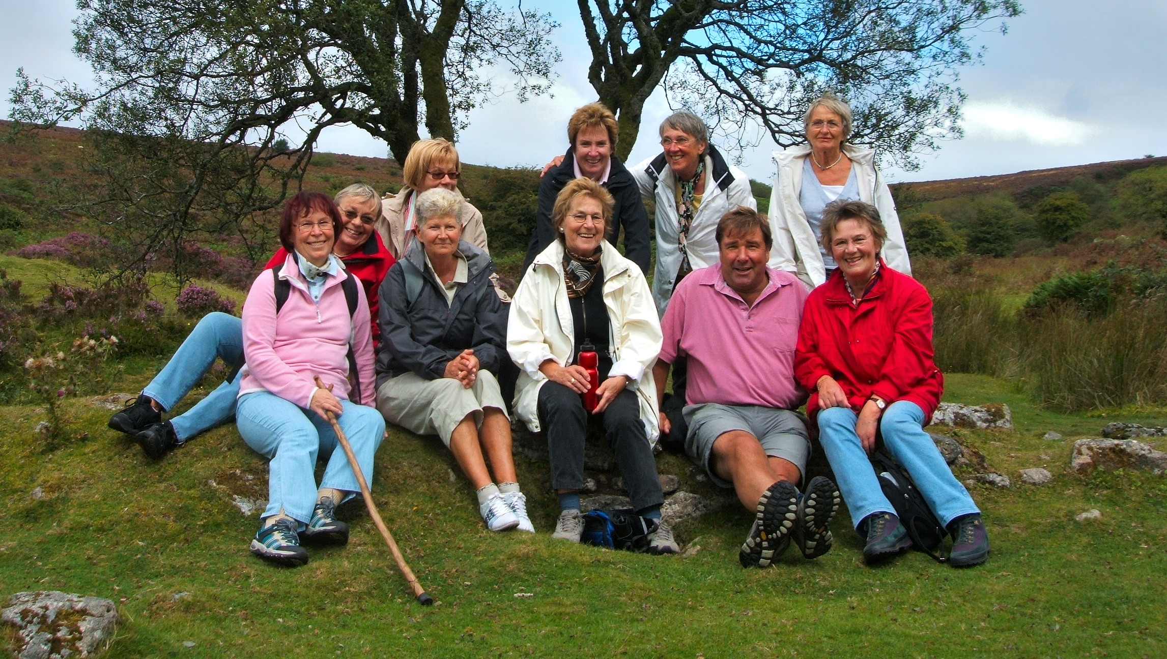 Edu-Seasons Sprachreise Torquay tis-seniors-on-dartmoor-walk-with-guide-nick