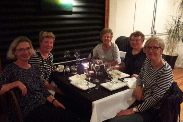 sprachreisen-neuseeland-dinner-sprachkurs-teilnehmer