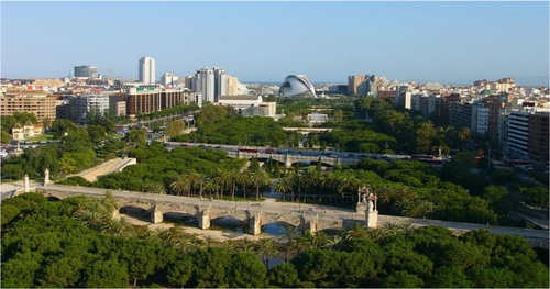 edu-seasons-sprachreise-valencia-view-over-valencia-the-green-riverbed
