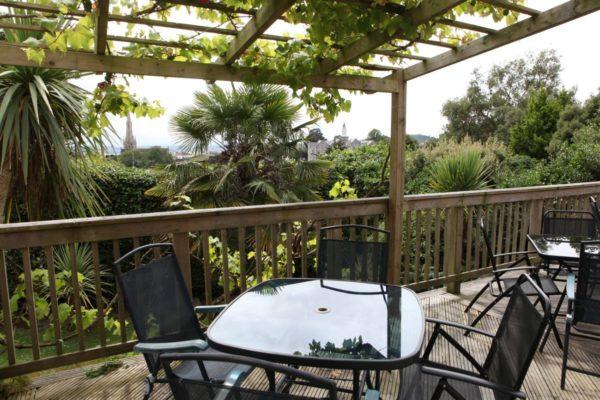 edu-seasons-sprachreisen-torquay-tis-hotel-terrasse