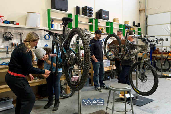 fahrrad workshop mit studenten