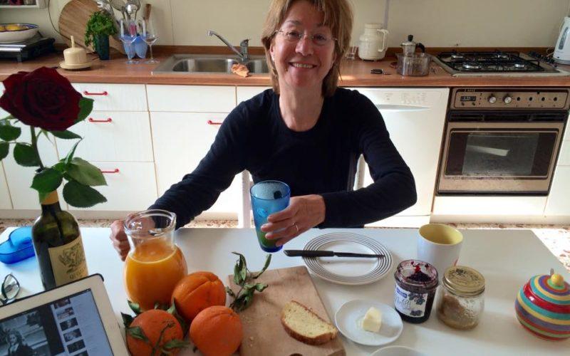Gastmutter Sizilien in der Küche