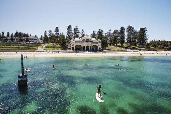 Spracnenjahr Paddling im türkisblauen Wasser in Perth