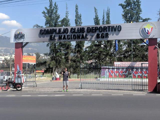Praktikant Praktikum Ecuador vor Fussballclub El Nacional